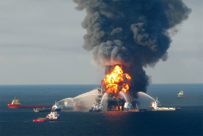 deep water horizon oil rig on fire